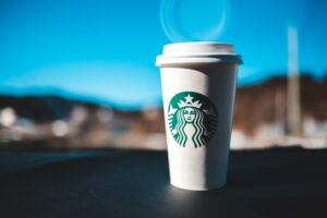 Starbucks_unsplash_Erik McLean-min
